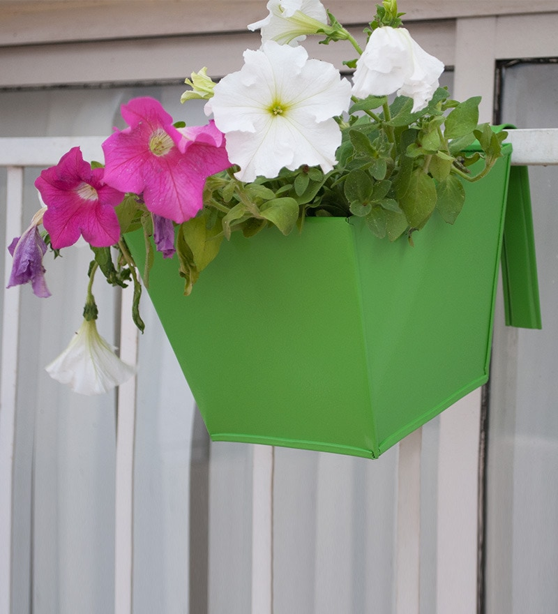 Green Triangle Railing Planter by Green Gardenia