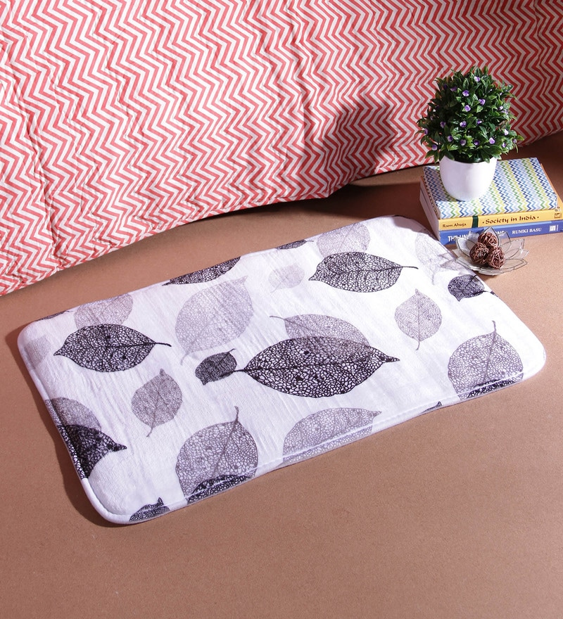 18 x 30 Inch Beige and Black Cotton Bath Mat by SS Silverware