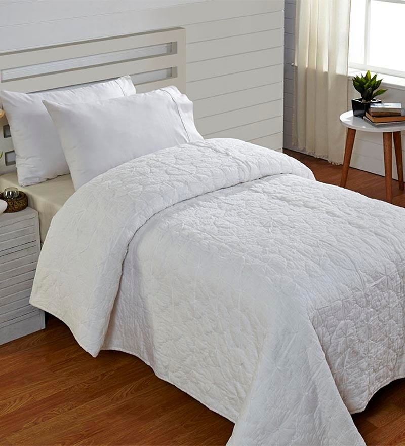 White Cotton Abstract Single Quilt by Stoa Paris